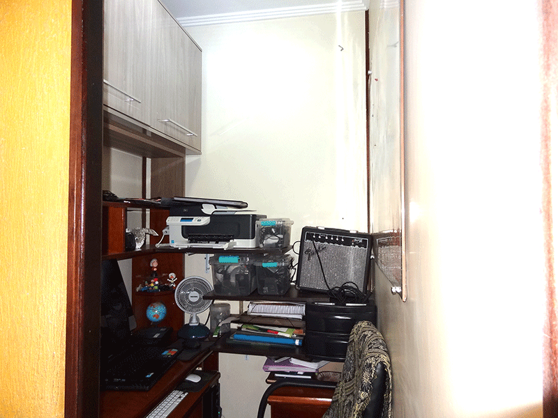 Sacomã, Apartamento Padrão-Home office com piso de porcelanato e teto com moldura de gesso (parte da sala transformado em home office).