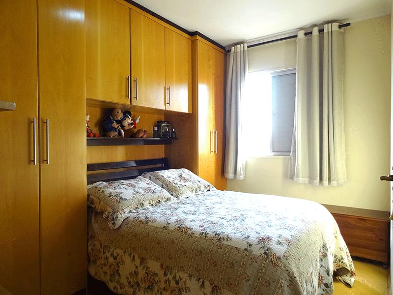 Sacomã, Apartamento Padrão-1º dormitório com piso laminado, armários planejados e teto com moldura de gesso.