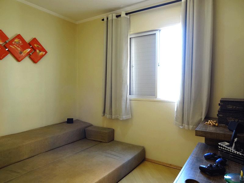 Sacomã, Apartamento Padrão-3º dormitório com piso laminado e teto com moldura de gesso.