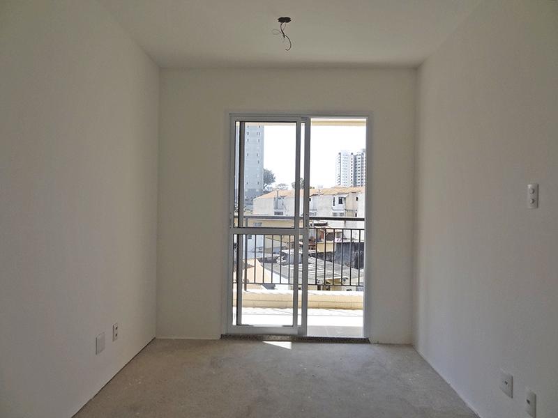 Jabaquara, Apartamento Padrão - Sala retangular no contra piso e acesso à sacada.
