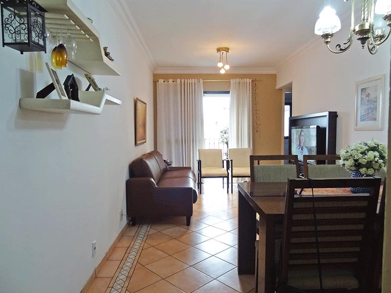 Ipiranga, Apartamento Padrão - Sala com dois ambientes, com piso de cerâmica, teto com moldura de gesso e acesso à varanda.