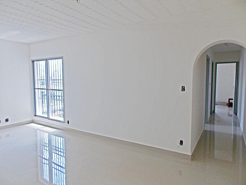 Ipiranga, Apartamento Padrão - Sala com piso de porcelanato.