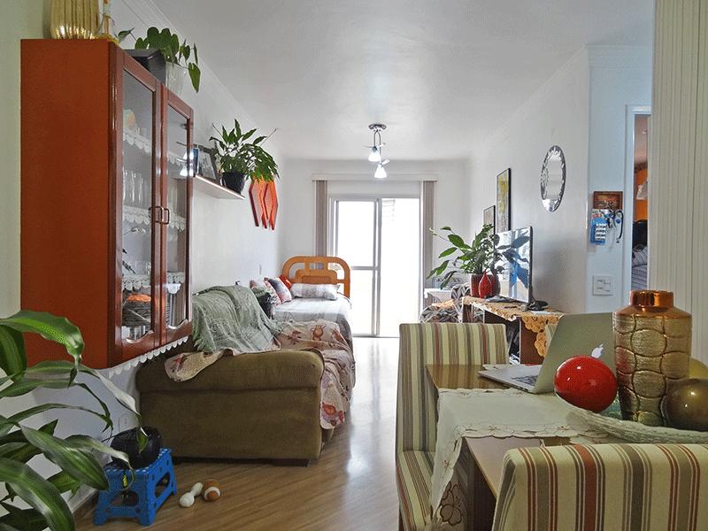 Jabaquara, Apartamento Padrão - Sala ampliada com dois ambientes, piso laminado, teto com moldura de gesso e acesso à sacada (2º dormitório transformado em sala ampliada).