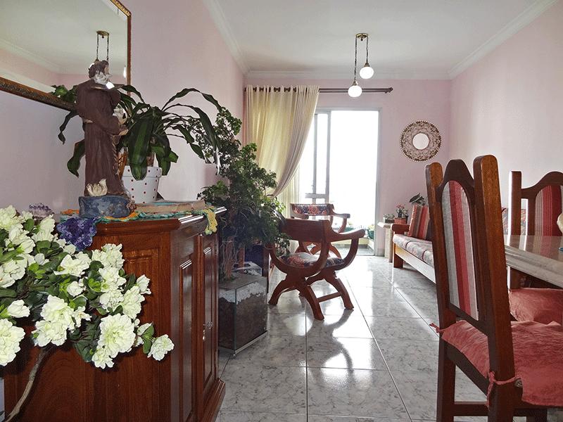 Jabaquara, Apartamento Padrão - Sala com dois ambientes, piso de cerâmica, teto com moldura de gesso e acesso à sacada.