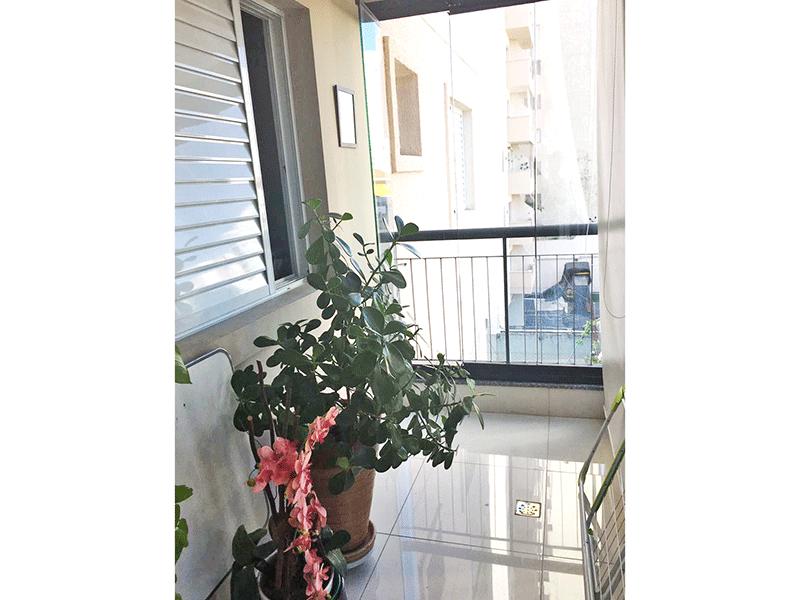 Jabaquara, Apartamento Padrão-Varanda envidraçada e piso de porcelanato.
