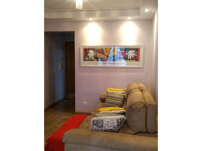 Sacomã, Apartamento Padrão-Sala com dois ambientes, piso de tábua de madeira, teto sanca de gesso, iluminação embutida e acesso à varanda.