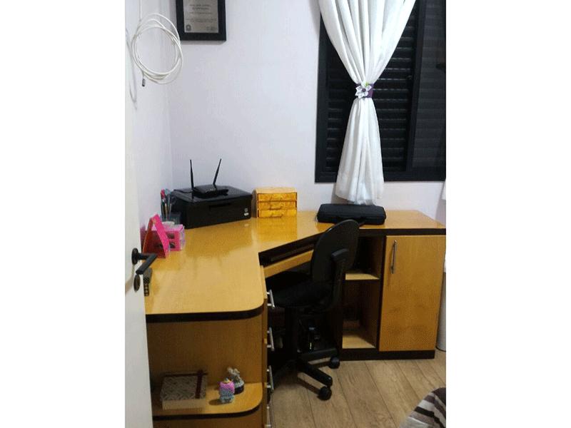 Sacomã, Apartamento Padrão-3º dormitório com piso de tábua de madeira, armários planejados e teto com moldura de gesso.