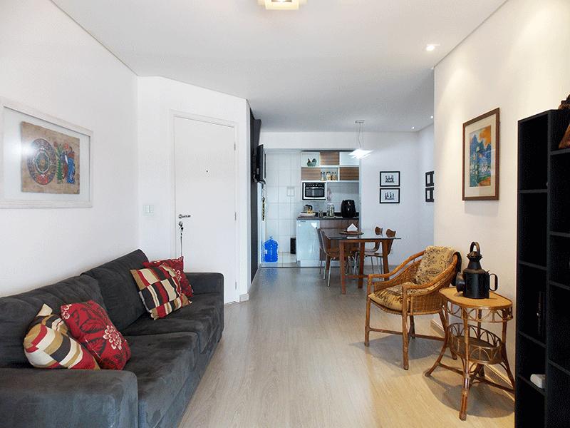 Jabaquara, Apartamento Padrão-Sala com dois ambientes, piso laminado, teto rebaixado, iluminação embutida e acesso à varanda gourmet.