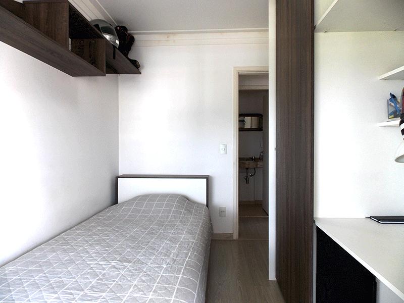 Jabaquara, Apartamento Padrão-3º dormitório com piso laminado, armários planejados e teto com moldura de gesso.