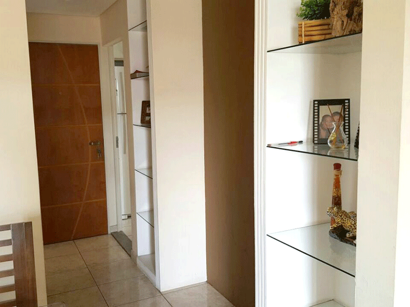 Sacomã, Apartamento Padrão-Sala com dois ambientes, piso de cerâmica, teto com sanca de gesso, iluminação embutida e acesso à varanda.