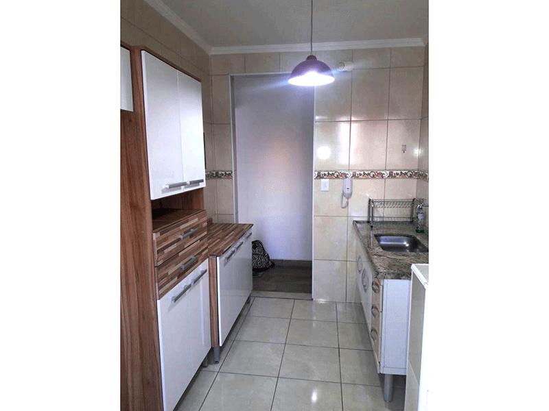 Sacomã, Apartamento Padrão-Cozinha com piso de cerâmica, pia de granito, gabinete e teto com moldura de gesso.
