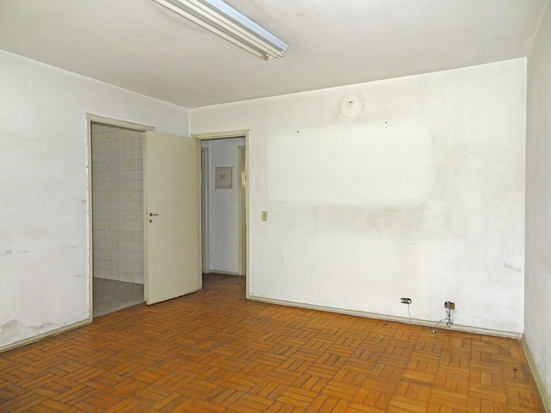 Ipiranga, Apartamento Padrão - Sala com dois ambientes e piso de madeira.