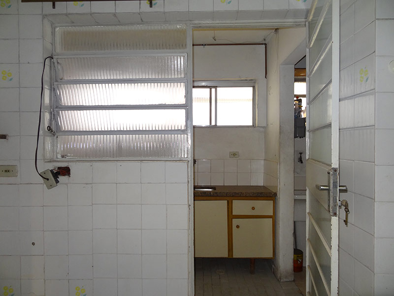 Ipiranga, Apartamento Padrão-Cozinha com piso de cerâmica, teto com moldura de gesso, pia de granito e gabinete.