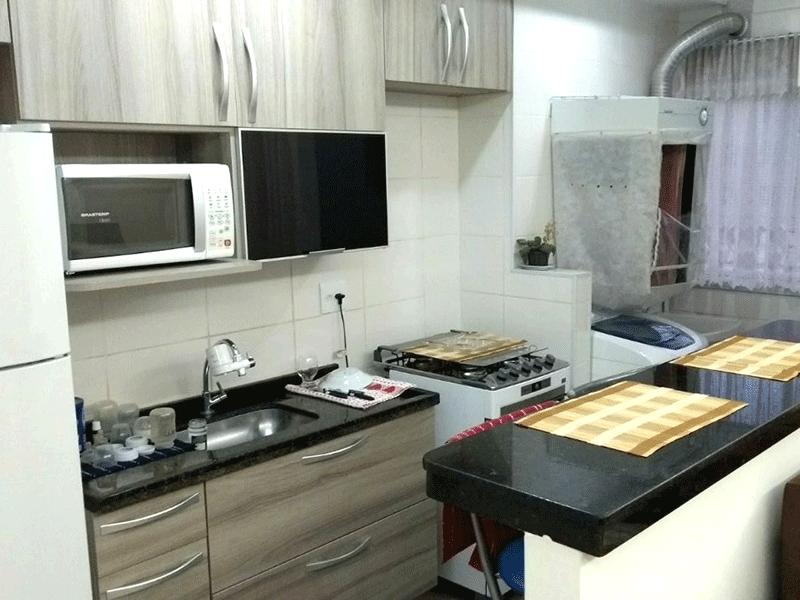 Sacomã, Apartamento Padrão-Cozinha americana com piso de porcelanato, pia de granito, gabinete e armários planejados.