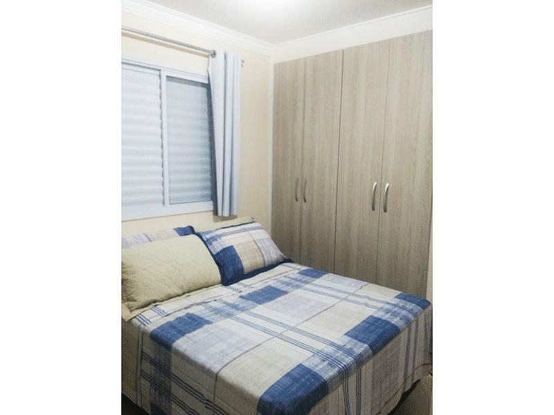 Sacomã, Apartamento Padrão-Suíte com piso laminado, armários planejados e teto com moldura de gesso.