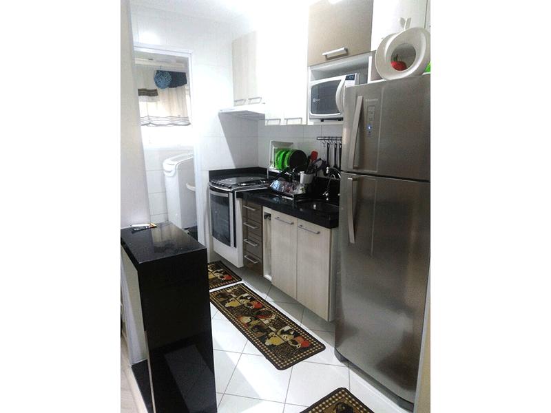 Sacomã, Apartamento Padrão-Cozinha americana com piso de cerâmica, pia de granito, gabinete, armários planejados e teto com moldura de gesso.