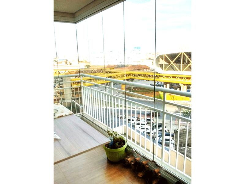 Ipiranga, Apartamento Padrão-Varanda envidraçada, piso laminado e teto rebaixado.