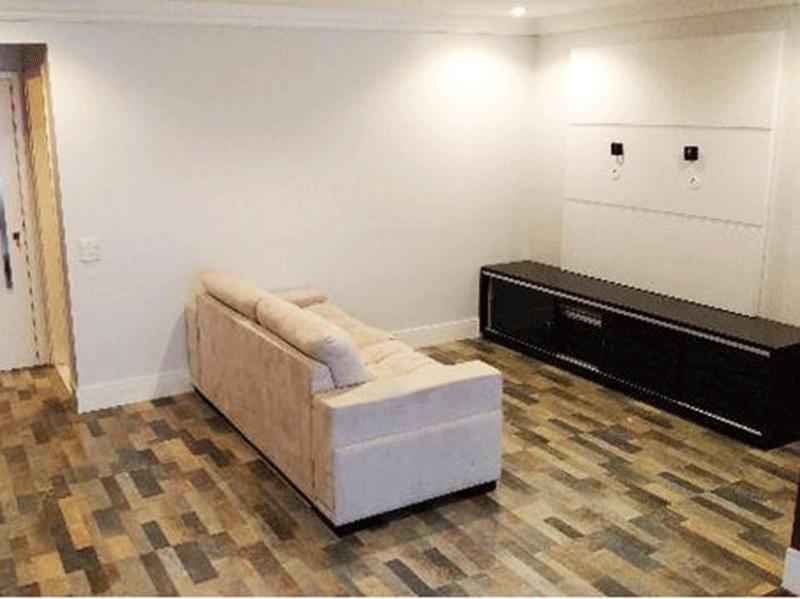 Jabaquara, Apartamento Padrão-Sala com dois ambientes, piso taco de madeira, teto com moldura de gesso e iluminação embutida.
