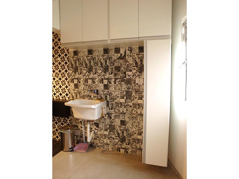 Jabaquara, Apartamento Padrão-Área de serviço com piso de porcelanato, armário planejado e aquecedor de passagem.