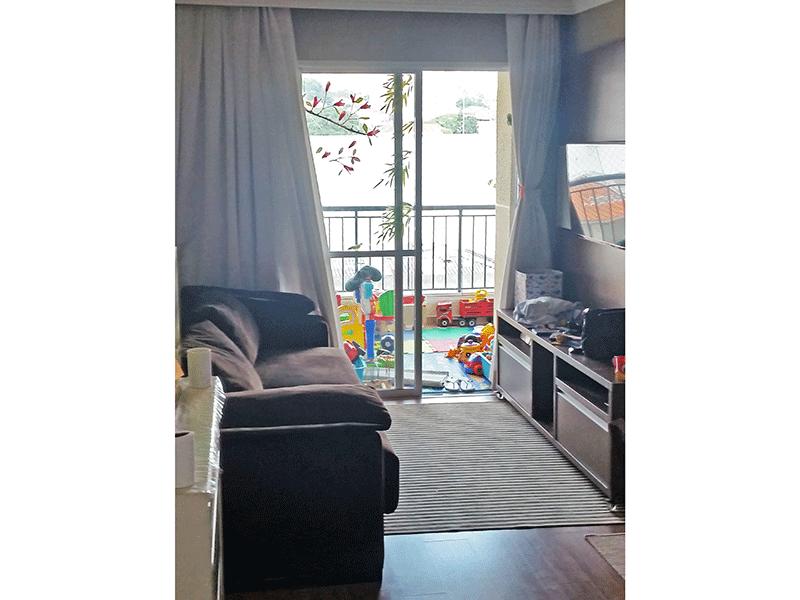 Ipiranga, Apartamento Padrão - Sala com dois ambientes, piso laminado, teto com moldura de gesso e acesso à varanda.