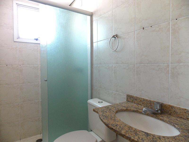 Sacomã, Apartamento Padrão-Banheiro social com piso de cerâmica, pia de granito, box de vidro e teto rebaixado.