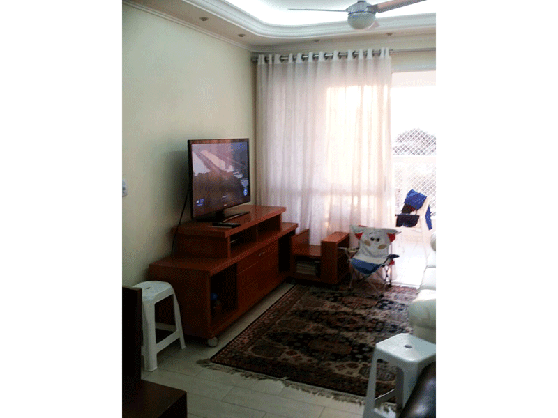 Ipiranga, Apartamento Padrão - Sala com dois ambientes, piso laminado, teto com sanca de gesso, iluminação embutida e acesso à varanda.