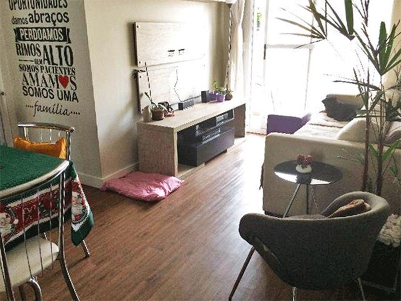 Ipiranga, Apartamento Padrão-Sala com dois ambientes, piso vinilico, teto com moldura de gesso e acesso à varanda.