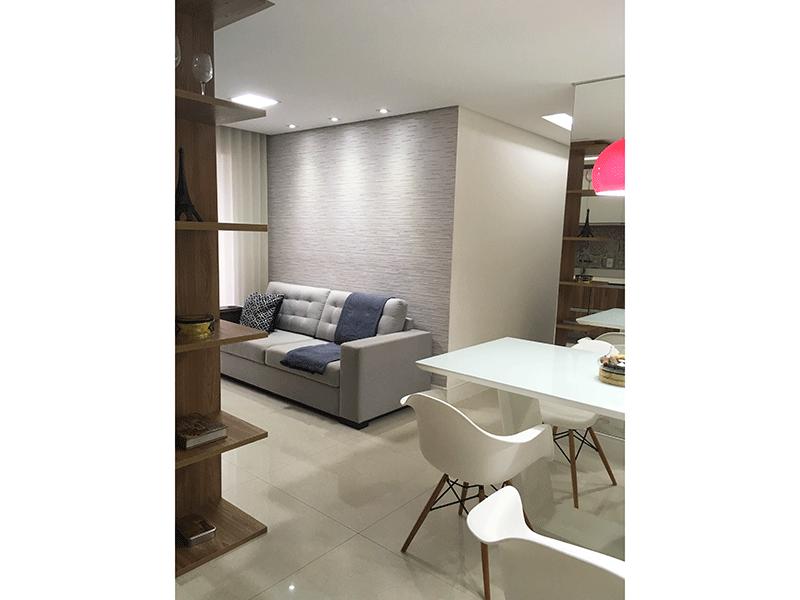 Ipiranga, Apartamento Padrão-Sala com dois ambientes, piso de porcelanato, teto rebaixado, iluminação embutida e acesso à varanda.
