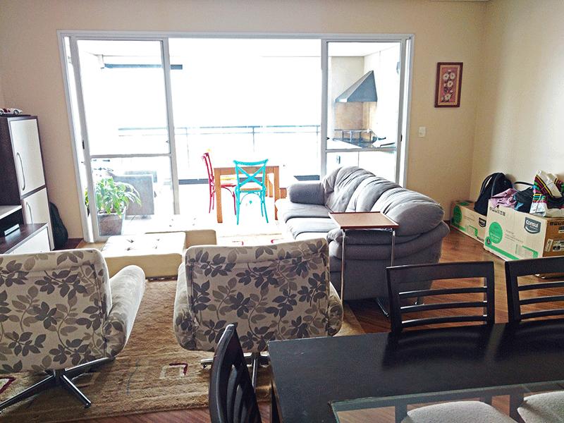Ipiranga, Apartamento Padrão-Sala ampliada (com 3º quarto), piso laminado, teto rebaixado, iluminação embutida e acesso à varanda.