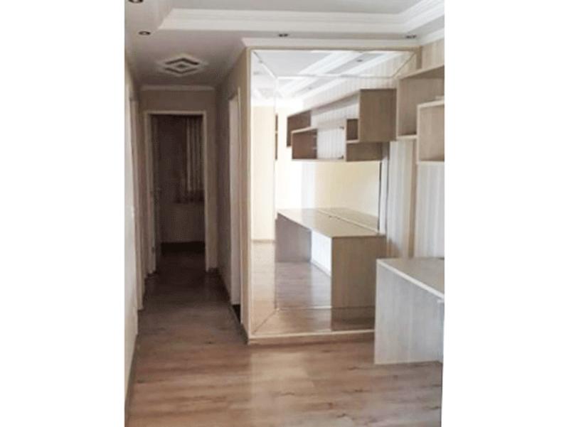 Sacomã, Apartamento Padrão-Sala com dois ambientes, piso laminado, armários planejados, teto com sanca de gesso, iluminação embutida e acesso à sacada.