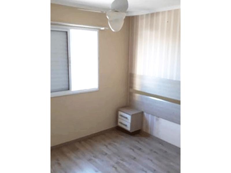 Sacomã, Apartamento Padrão-2º dormitório com piso laminado, papel de parede e teto com moldura de gesso.