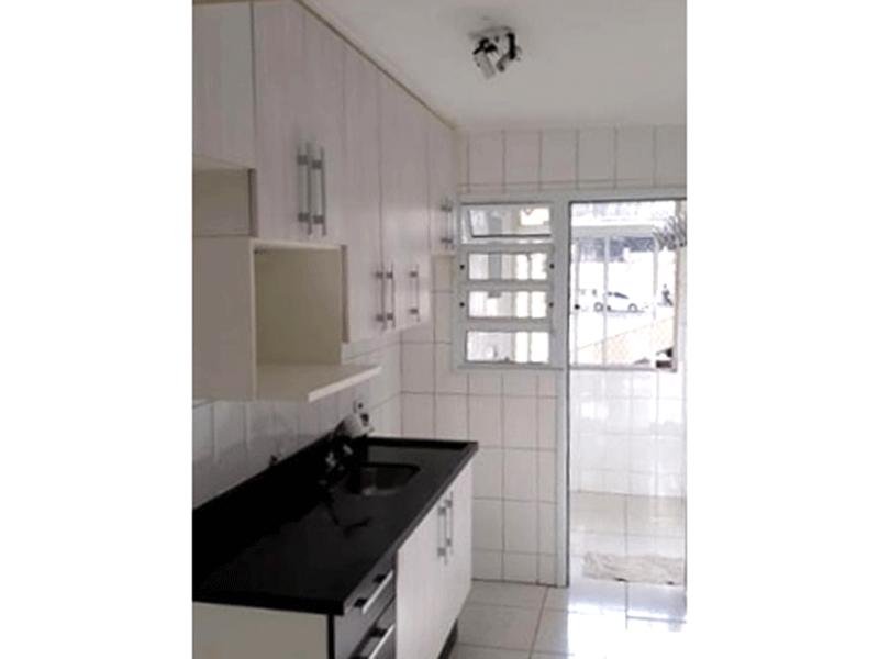 Sacomã, Apartamento Padrão-Cozinha com piso de cerâmica, pia de granito, gabinete e armários planejados e teto com moldura de gesso.