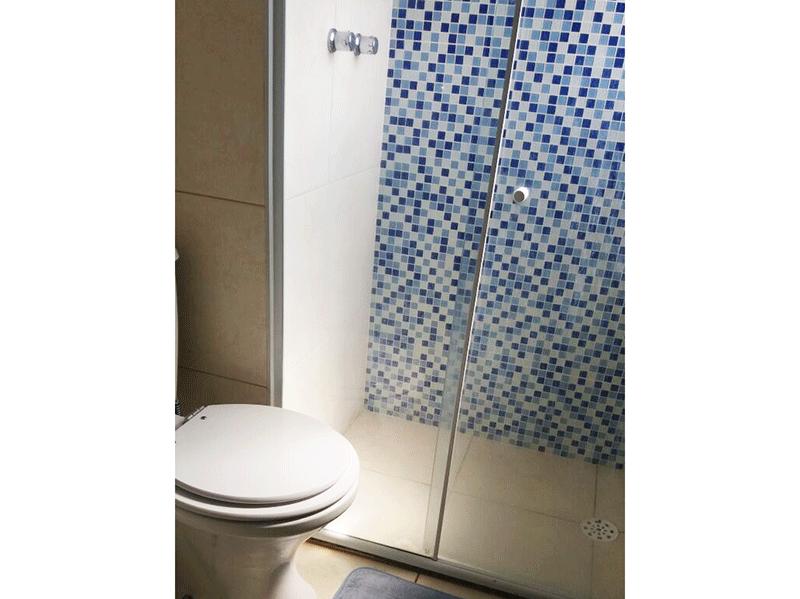 Sacomã, Apartamento Padrão-Banheiro da suíte com piso de cerâmica, pia de porcelana e box de vidro