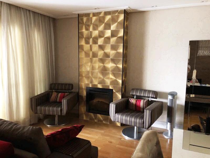 Ipiranga, Apartamento Padrão-Sala com dois ambientes, piso de madeira, teto rebaixado, iluminação embutida e acesso à varanda.