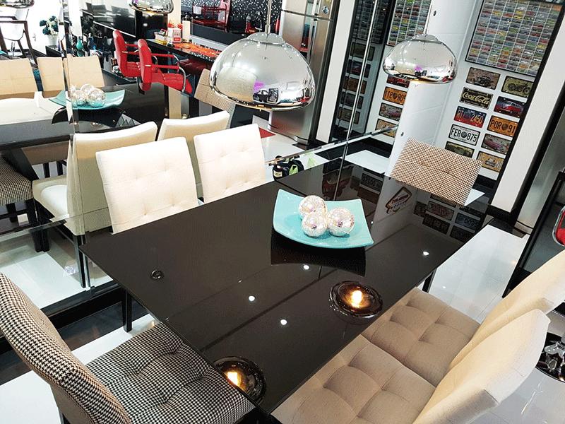 Ipiranga, Apartamento Padrão-Sala integrada com a varanda, dois ambientes, piso de porcelanato, teto com sanca de gesso, iluminação embutida e acesso à varanda.