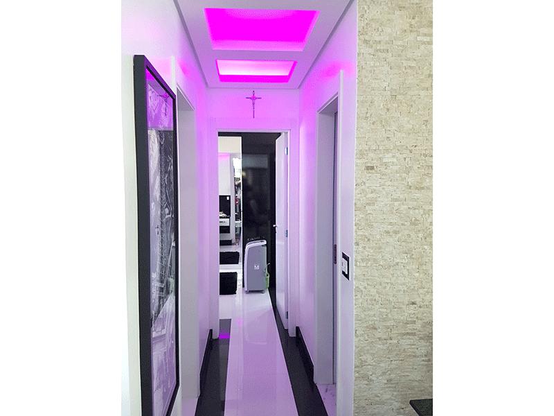 Ipiranga, Apartamento Padrão-Corredor com piso de porcelanato, teto rebaixado e iluminação embutida.