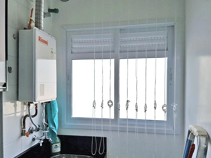 Ipiranga, Apartamento Padrão-Área de serviço com piso de porcelanato, armários planejados e aquecedor de passagem.