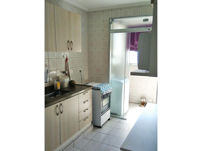 Jabaquara, Apartamento Padrão-Cozinha com piso de cerâmica, pia de granito, armários planejados, teto com moldura de gesso e porta de vidro na passagem para área de serviço