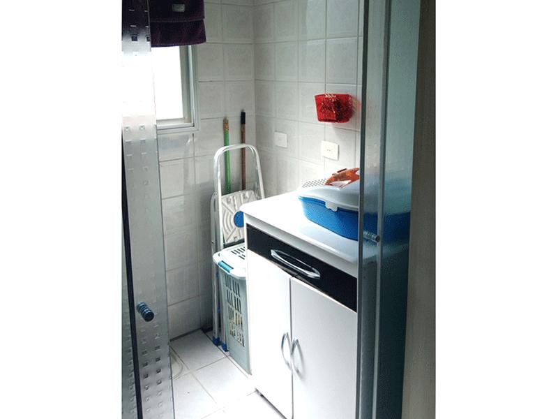 Jabaquara, Apartamento Padrão-Área de serviço com piso de cerâmica e armário.