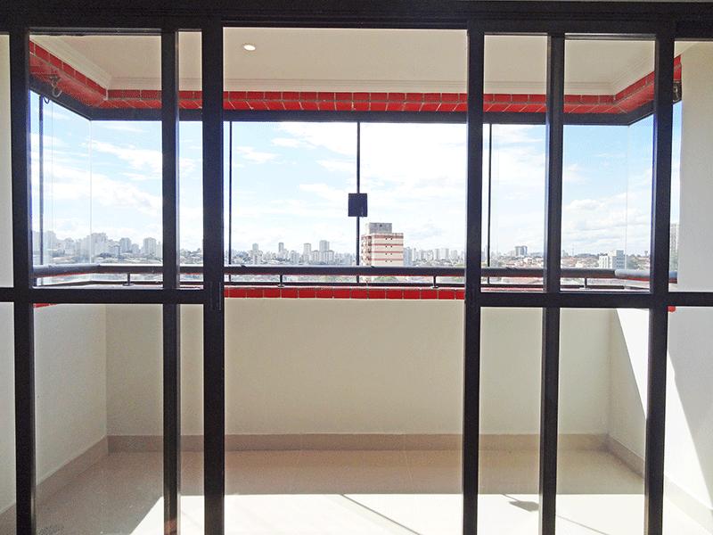 Jabaquara, Apartamento Padrão-Sacada envidraçada e piso de porcelanato.