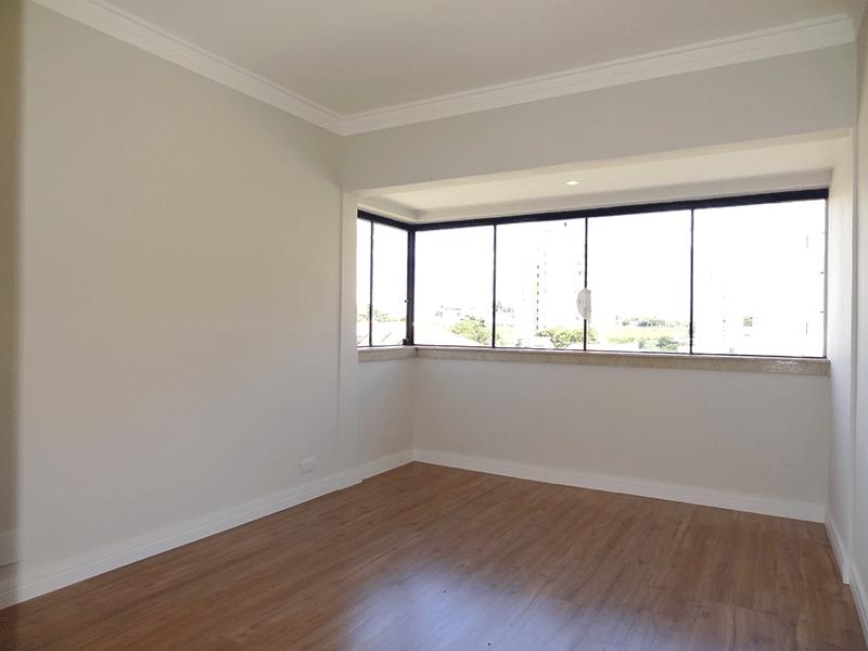 Jabaquara, Apartamento Padrão-Suíte ampliada com piso laminado, closet e teto com moldura de gesso (varanda transformada em suíte ampliada).