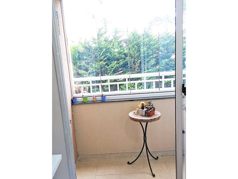 Sacomã, Apartamento Padrão-Varanda envidraçada com piso de cerâmica.