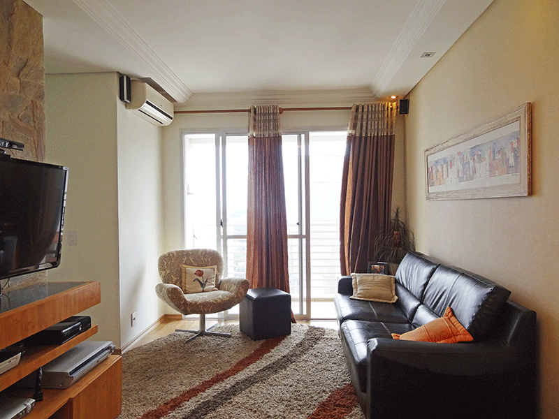 Jabaquara, Apartamento Padrão - Sala com dois ambientes, laminado, teto com sanca de gesso, iluminação embutida e acesso à sacada.