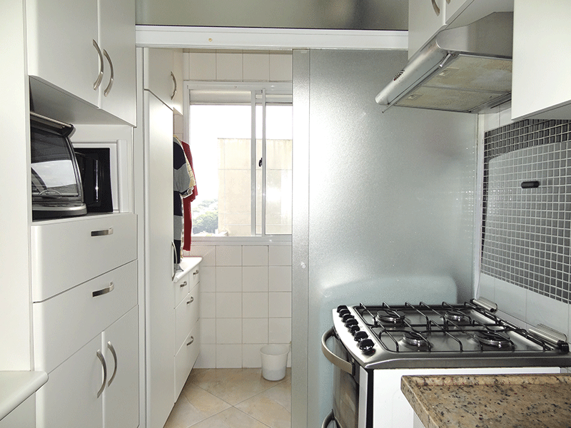 Jabaquara, Apartamento Padrão-Área de serviço com piso de cerâmica, armários planejados e aquecedor de passagem.