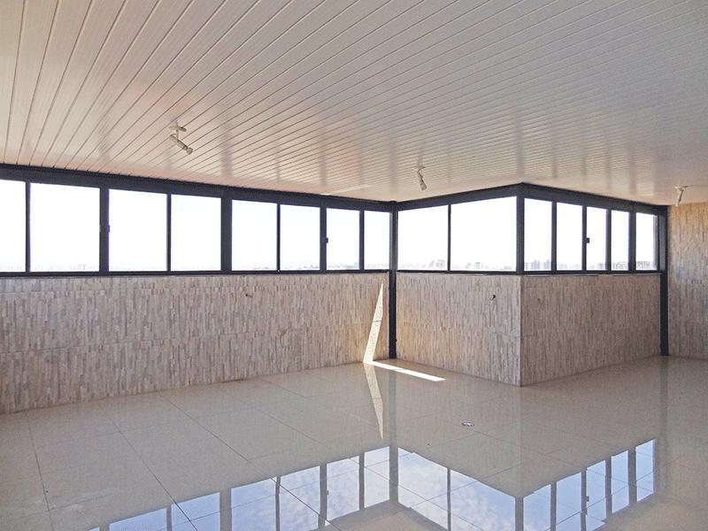Jabaquara, Cobertura Duplex-Cobertura com espaço amplo com piso de porcelanato e coberta.