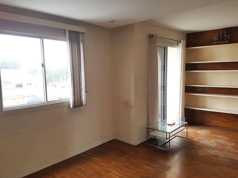 Sacomã, Apartamento Padrão-Sala com dois ambientes, piso taquinho de madeira de madeira, teto com sanca de gesso e iluminação embutida.
