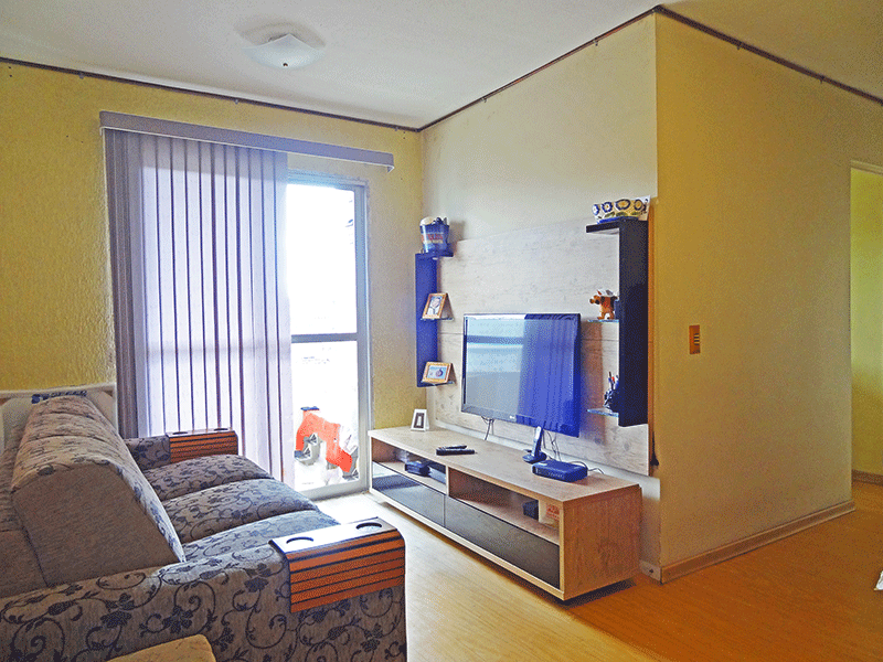 Sacomã, Apartamento Padrão - Sala com dois ambientes, piso laminado e acesso à sacada.