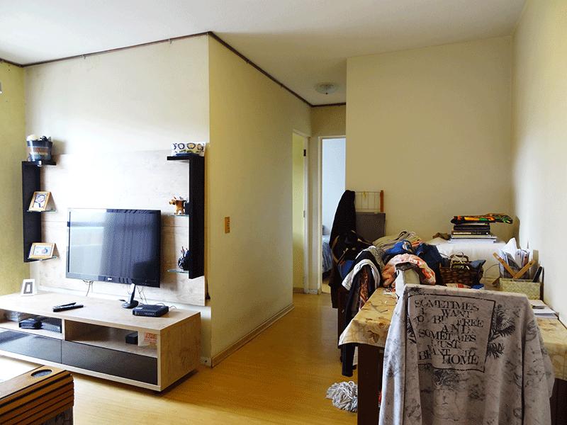 Sacomã, Apartamento Padrão-Sala com dois ambientes, piso laminado e acesso à sacada.