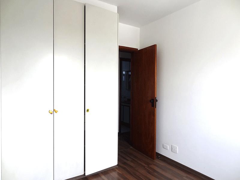 Ipiranga, Apartamento Padrão-3º dormitório com piso de laminado e armários embutidos.