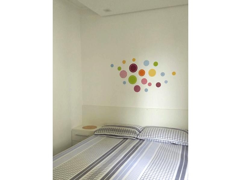 Sacomã, Apartamento Padrão-Suíte com piso de porcelanato, teto rebaixado com iluminação embutida e armário planejado.
